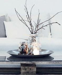 Marmeladengläser Teelichter Vase Baumzweige Nüsse
