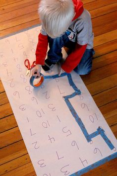 Make a maze to follow the number (or letter, sight word, shape, color, etc) from start to finish. A fun number maze to reinforce number recognition.