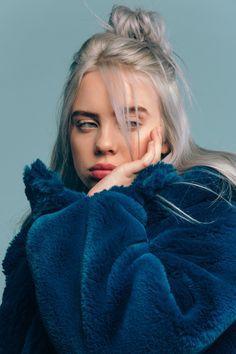 futilités の music portrait of billie eilish allure style blue bleu mood Ariana Grande, Pretty People, Beautiful People, Beautiful Pictures, Pretty Photos, Knot Bun, Top Knot, Grunge Hair, Miley Cyrus