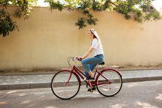 Začnite jar v uliciach mesta aktívne - Akčné ženy Blonde Hair, Have Fun, Bicycle, Portrait, Lady, Financial Logo, Beautiful, Behance, Bike