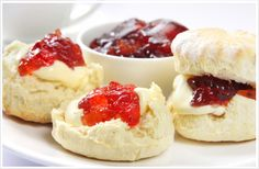 Devon Scones with Cream and Jam. Devon Scones A Heavenly Treat for Tea Time! Recipe for scones. Homemade Strawberry Jam, Strawberry Jam Recipe, Strawberry Preserves, Strawberry Scones, Fruit Preserves, English Scones, English Food, British Scones, English Style