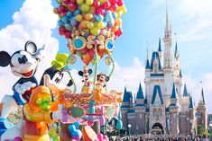 Daytime Parade Happiness Is Here in Tokyo Disneyland Japan Disneyland World, Tokyo Disneyland, Disney Best Friends, Mickey And Friends, Disney Parks, Walt Disney, Disney Land, Disney Princess Tiana, Snow White Disney