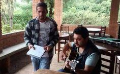 Edson mata a saudade e canta com Hudson em clínica | Conceito Sertanejo