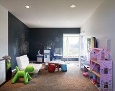 """Se acabó eso de """"No se pinta en las paredes""""  ¿No te parece una idea genial que tu hijo participe en la decoración de tu hogar?  Ponle una pared pizarra a tu hijo y no limites su creatividad.. ;)  eica agencia inmobiliaria - Donosti - www.eica.com"""