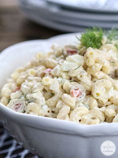 One of THE BEST Macaroni salads - lots of great tips to make it extra tasty! Cold Pasta, Cold Macaroni Salad, Simple Macaroni Salad, Chicken Macaroni Salad, Food Dishes, Food Food, Side Dishes, Mac Salad Recipe, Side Dish Recipes