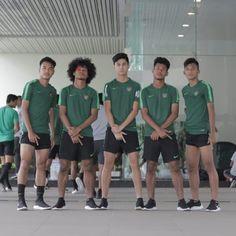 Football Players, Soccer, Handsome, Boys, Cute, Sports, Baby Boys, Hs Sports, Soccer Players