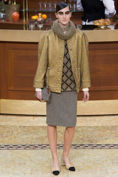 Chanel Fall 2015 Ready-to-Wear Fashion Show - Josephine Le Tutour (Elite)