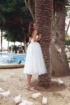 Wedding dress Ava by Kaya Nova. Draped V-neckline is decorated with flowers gold color. Zipper back. Nice Dresses, Flower Girl Dresses, European Wedding, Tea Length, Beautiful Bride, Dress Collection, Ava, Wedding Styles, Designer Dresses
