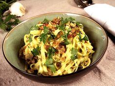 Fettucine med gorgonzola, persilja och valnötter (kock Tommy Myllymäki)