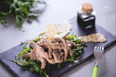 Gli straccetti di manzo sono un secondo piatto a base di carne molto saporito! Preparateli anche voi per una cena tra amici, vedrete che successo!