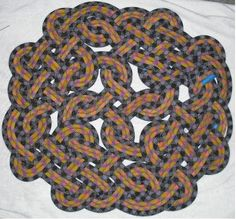 Celtic knot rope rug. I've got this really thick beige cotton rope that I could do this with. Might have to tack sew some of the loops? Hmmmmm