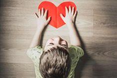 No se trata tanto de «hacer que los niños tengan autoestima» sino de dar una #educación con amor (y así fomentar la #autoestima). Son claves tu equilibrio emocional, la relación entre los padres (que se me olvidó mencionarlo en el artículo) y conocer al niño. Pero si las razones para su baja autoestima son otras, solo si has estado ahí podrás ofrecerle la ayuda que necesita... #infancia #bienestar #emociones #psicología #padres #hijos #sobreprotección Children With Autism, My Children, Discipline Positive, Gratitude Jar, Down Syndrom, World Autism Awareness Day, Affirmations Positives, Budget Planer, Autism Spectrum Disorder