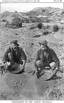Miners in the Australian gold rush near Ballarat, Victoria, Australia. Nagasaki, Hiroshima, Wake Forest University, Fukushima, Old Pictures, Old Photos, Vintage Pictures, Gold Miners, New Zealand