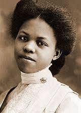 Clara Belle Williams becomes the New Mexico State first African-American graduate. Clara Belle Drisdale was born in Plum, Texas, in 1885.