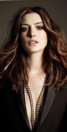 All roads lead to us. Picture Retouch Image Retouching JEWERLY - everything you need to know Beautiful Brown Eyes, Beautiful Women, Actriz Anne Hathaway, Hollywood Actresses, Actors & Actresses, Anne Jacqueline Hathaway, Cool Winter, Celebs, Celebrities