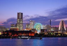 横浜大桟橋から望む みなとみらいの美しい景色。