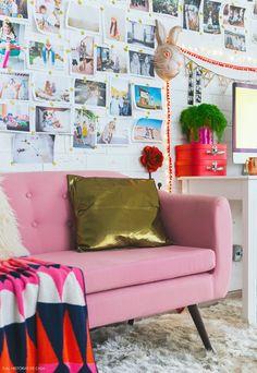 Repleta de cores alegres e detalhes bem femininos, a decoração do escritório da fotógrafa Erika Verginelli traduz a essência divertida de seu trabalho.