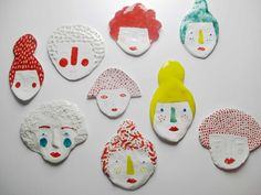 little clay peoples. Perhaps making a collection of clay figures to resemble a crowd. Ceramic Jewelry, Ceramic Clay, Clay Jewelry, Ceramic Pottery, Art For Kids, Crafts For Kids, Arts And Crafts, Diy Clay, Clay Crafts