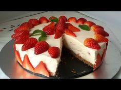 Tarta fácil de fresas con nata (crema de leche) (sin horno). Receta de tarta tipo mousse que se elabora en frío. Una receta muy vistosa y sencilla con fresas...