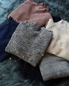 urbanoutfitters: Plans today: drink something warm and bundle up in the BDG Waffle-Knit Turtleneck Sweater. Fashion Mode, Fashion Outfits, Womens Fashion, Cozy Fashion, Petite Fashion, Classic Fashion, 90s Fashion, Style Fashion, Fashion Ideas