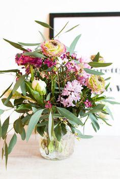 Blumenstrauß, Dekoration, Ranunkeln, Eukalyptus, Frühlingsblumen, Frühling, Frühlingsdeko, Blumendeko,