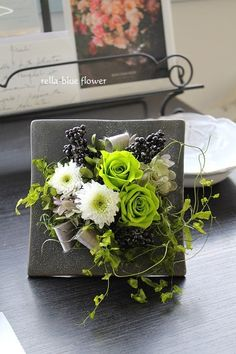 白&グリーン☆ Paper Flower Art, Flower Crafts, Paper Flowers, Deco Floral, Arte Floral, Floral Design, Dried Flower Arrangements, Dried Flowers, Flower Boxes