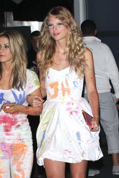 Taylor Swift with Julianne Hough in LA for Katy Perry's 25th birthday <3