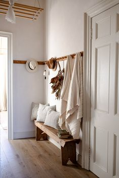Old Apartments, Living Spaces, Living Room, Scandinavian Home, First Home, Cozy House, Home And Living, Sweet Home, New Homes