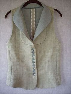 """Marcy Tilton: """"For the closure, one very long bound button hole, and used vintage Paris buttons. Fashion Sewing, Fashion Fabric, Kurta Designs, Blouse Designs, Dress Neck Designs, Vogue Patterns, Refashion, Sewing Hacks, Vintage Fashion"""