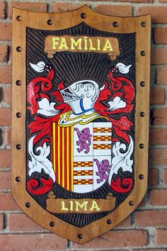 c2dcea145f Brasões de Família entalhados em Madeira iniciados com a letra L - Pica-pau  Entalhes - Brasões de Família e Placas de madeira entalhada