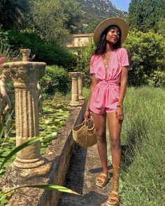 We've got 16 outfits to inspire your summer looks pulled straight from chic WWW readers all over the world. Cool Summer Outfits, Summer Outfits Women, Trendy Outfits, Cute Outfits, Summer Dresses, Holiday Dresses, Colourful Outfits, Looks Style, Ladies Dress Design