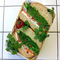Ordered from my yoga friend. Terima kasih banyak:)♡ - 187件のもぐもぐ - Homemade bagel sandwich(smoked samon and cream cheese)/自家製ベーグルのサンドイッチ(スモークサーモン&クリームチーズ) by michakolotus