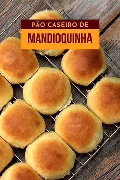 Pão de mandioquinha macio e delicioso - Pão caseiro é rotina aqui na cozinha do Mel e Pimenta, mas quando o assunto é sabor, ficamos bem longe da mesmice, pois estamos sempre em busca de novos sabores, de descoberta de ingredientes para fazer pães diferentes para variar o nosso cardápio. Esse pão de mandioquinha macio e delicioso é mais um dos nossos testes que vem cheio de sabor e maciez.Prepare o nosso pão de mandioquinha na sua casa e encante-se com tanta maciez e sabor. Brazillian Food, Gourmet Cupcakes, Cheap Dinners, Cooking Recipes, Vegetarian Recipes, Mini Foods, Dairy Free Recipes, Creative Food, Bread Baking