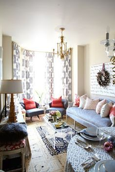 meredith-heron-living-room-red white and blue rooms Living Room Red, Home And Living, Living Room Decor, Tiny Living, Compact Living, Small Space Living, Small Spaces, Living Spaces, Small Space Coffee Table