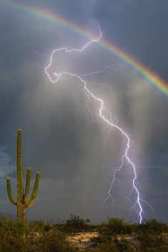 Rainbow And Lightning Photo Captures Awesome Beauty In One Shot - Greg McCown