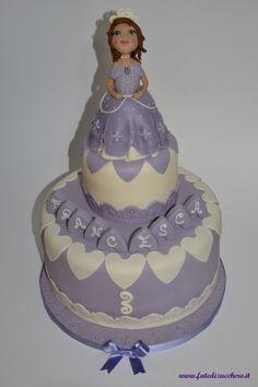 Dettagli Torta Principessa Sofia: con con nome, numero, decorazioni personalizzate e topper interamente realizzati a mano, senza stampini