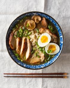 This ramen is SO good! Easy homemade chicken ramen, with a flavorful broth, roasted chicken, fresh veggies, lots of nood Ramen Noodle Recipes, Soup Recipes, Chicken Recipes, Noodle Soup, Recipes Dinner, Chicken Ramen Recipe, Noodle Bowls, Healthy Chicken, Clean Eating Snacks
