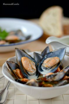 Mejillones con salsa Roquefort. Mussels with Roquefort sauce