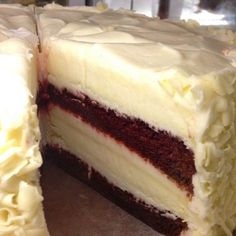 Red Velvet Cheesecake Where all of Grandmother's favorite recipes are found, just like Grandmother makes them, with a little love. Köstliche Desserts, Delicious Desserts, Yummy Food, Cupcakes, Cupcake Cakes, Red Velvet Cheesecake Cake, Velvet Cake, Red Velvet Cheesecake Factory, Yummy Treats