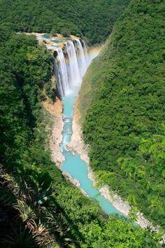 Cascada de #Tamul, San Luis #Potosi - #Mexico  La cascada de Tamul es un salto de agua de México, el salto de agua más grande del estado de San Luis Potosí, en la cima del cañón del río Santa María, de 300 m de profundidad. La cascada del Tamul tiene 105 metros de altura,. Está ubicada al suroeste de Ciudad Valles, en el municipio de Aquismón.  Nace del caudal del río Gallinas, que acaba desaguando cayendo sobre el cauce del río Santa María.  Tour By Mexico - Google+