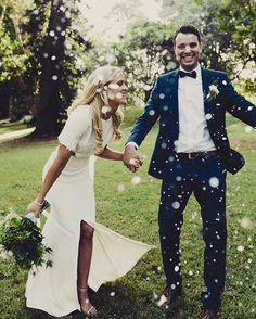 Time to celebrate �� . . . #brideandgroom #husbandandwife #celebrate #confetti #boho #rustic http://gelinshop.com/ipost/1523488583637570037/?code=BUkhMuHFJH1
