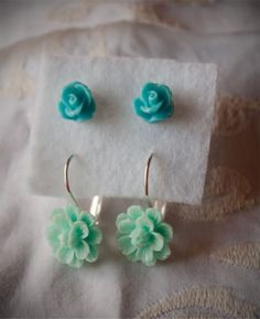 Earrings Set Pink: 0,39 inches (10 mm) 0,47 inches (12 mm)  Blue: 0,31 inches (8 mm) 0,47 inches (12 mm)