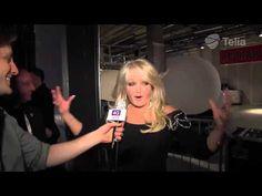 Bonnie into backstage after her performance #bonnietyler #bonnietylereurovision #music #rock #gaynorhopkins #gaynorsullivan #eurovision #uk #unitedkingdom #thequeenbonnietyler #therockingqueen #rockingqueen #2013 #believeinme #bonnietylervideo #malmo #esc #interview #backstage