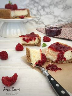 Cheesecake with raspberry jam | via www.gastradikta.com