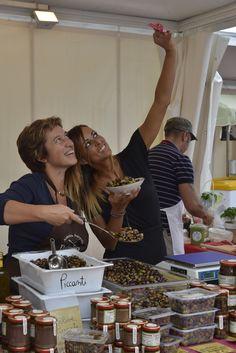 olive liguri di Damiano per il click con Serena (Ph. Foto Studio Azais)