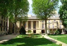 Hôtel de Béhague ou de Béarn (1866) 123 rue Saint-Dominique Paris 75007. Architectes : Gabriel-Hippolyte Destailleur et Walter-André Destailleur. Façade sur jardin.