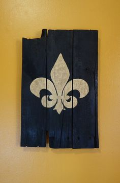 Black and Gold fleur de lis pallet art