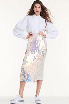 Sara Battaglia Spring 2018 Ready-to-Wear Fashion Show Collection: See the complete Sara Battaglia Spring 2018 Ready-to-Wear collection. Look 27 Fashion 2018 Trends, Fashion Week, Runway Fashion, Spring Fashion, Fashion Beauty, Fashion Looks, Resort Casual Wear, Vogue, Fashion Show Collection