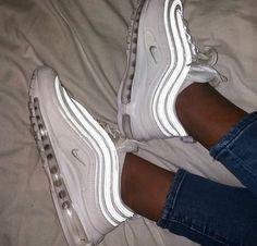 White Nike Shoes, Nike Air Shoes, White Nikes, Black Vans, Cool Nike Shoes, Jordan Shoes Girls, Girls Shoes, Shoes Women, Cute Sneakers