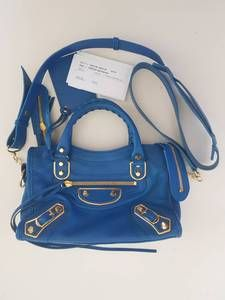 Don't you just love this Authentic Balenciaga mini Mettalic edge blue. Gold hardware , reloved and in mint condition. Comes with strap, cards and generic dustbag. This Baleciaga bag is featured on the Authentic Bags Cebu directory Don't forget to check out and contact me by my Pinterest for Balenciaga Cebu board. Now you know where to sell and  buy authentic Authentic bags in Cebu, Philippines. Balenciaga Designer, Balenciaga City Bag, Where To Sell, Cebu, Designer Bags, Blue Gold, Gold Hardware, Philippines, Don't Forget